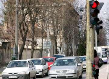 POLIŢIA: Sancţiuni pentru nerespectarea culorii roşii a semaforului şi defecţiuni tehnice