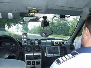 POLIŢIA: Sancţiuni pentru nerespectarea regimului legal de viteză şi a semnificaţiei culorii roşii a semaforului