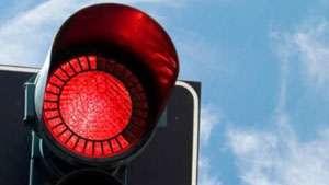 POLIȚIA: 18 permise de conducere reținute pentru nerespectarea culorii roşii a semaforului