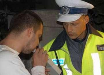 POLIȚIA: Trei infracţiuni rutiere comise de un bărbat beat