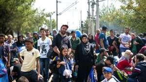 Poliția ungară a reținut patru cetățeni români care transportau cu un camion 21 de refugiați