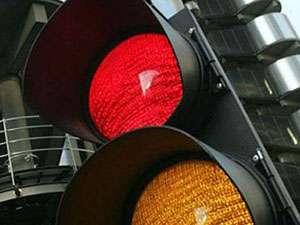 POLIȚIA: Zece permise reţinute pentru nerespectarea culorii roşii a semaforului