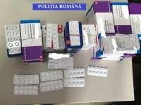 Poliţiştii Serviciului de Investigare a Criminalităţii Economice au ridicat mai multe pachete cu ţigări şi medicamente ce urmau a fi comercializate ilegal