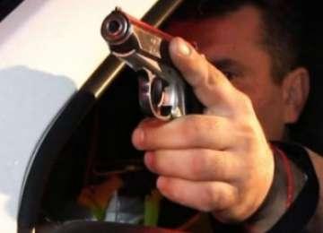 Poliţistul care a împușcat mortal un tânăr violent din Sângeorz Băi, apărat de colegi