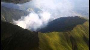 Pompierii militari încearcă să stingă ultimele focare de pe versantul Toroioaga