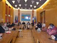 Prefectul Anton Rohian a primit o delegație de instructori auto și administratori de școli de șoferi