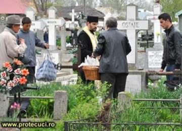 Preoţii nu oficiază înmormântări în cimitire private din Maramureş