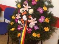 Presa din Maramureș a depus o coroană funerară în memoria USL la sediul Alianței