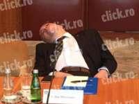 Președintele TACE, consilierul său DOARME - Șeful Cancelariei Prezidențiale, Dan Mihalache, A DORMIT BUŞTEAN în timpul unei întâlniri oficiale a lui Klaus Iohannis cu președintele Serbiei
