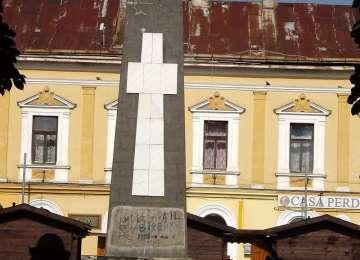 Primăria dorește mutarea Monumentului din parcul central în cimitirul ostaşilor sovietici