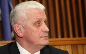 Primarul din Săpânța, condamnat PENAL, refuză să plece de la Primărie. Prefectul acoperă abuzul