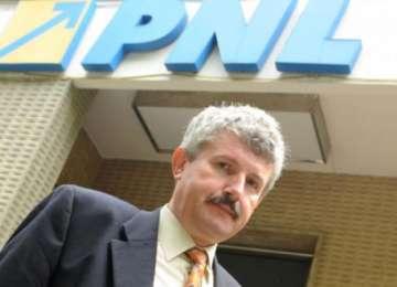 Primarul PNL din Râmnicu Vâlcea, reţinut 29 de zile, după ce a luat mită 50.000 lei de la administratorul unei firme