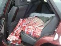 Prinşi de poliţişti în timp ce transportau ţigări de contrabandă