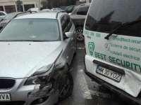 Proaspăt posesor al permisului de conducere, un tânăr de 18 ani a lovit trei maşini parcate regulamentar