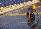 Producătorii de energie fotovoltaică dau în judecată România