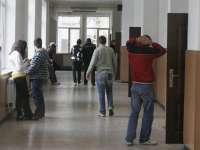 PROIECT: Elevii care îi insultă pe profesori riscă până la trei ani de închisoare