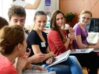 PROIECT: Elevii care nu au absențe vor primi 100 de euro lunar