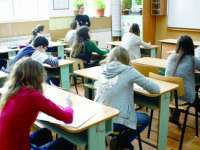 PROIECT: Învăţământul obligatoriu ar putea avea 12 clase