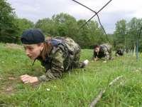 PROIECT: Tinerii ar putea beneficia de un program de instruire militară