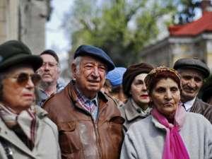 Proiectul de lege care prevede că femeile se vor pensiona la 65 de ani a fost avizat de Guvern