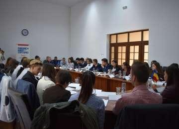 """Proiectul național de educație civică """"Joc de strategie"""": Politica locală, Seminar în Baia Mare"""