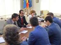 PROPUNERE - Ambasadorul Ucrainei la București a vizitat Liceul Taraș Sevcenko din Sighet. Excelența Sa a propus reintroducerea microbuzului școlar pe ruta Ruscova-Sighetu Marmației