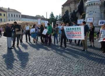 Protest la Cluj împotriva Monsanto şi a organismelor modificate genetic