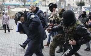 Proteste în Vama Halmeu - Circa 50 de persoane au blocat traficul, fiind revoltaţi de reintroducerea restricțiilor de circulație