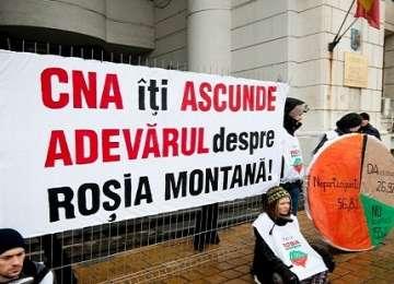 Protestul din Capitală împotriva exploatării miniere de la Roşia Montană s-a încheiat fără incidente