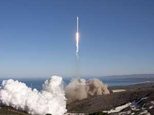 Racheta Falcon 9, care transporta pe orbită capsula cargou Dragon, a explodat la lansare