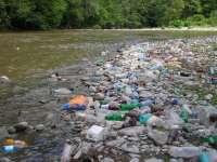 Râurile din Maramureș, sufocate de gunoaie