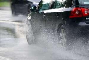 Recomandările poliţiştilor pentru o deplasare sigură în condiţii de ploaie