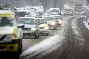 Recomandările polițiștilor pentru un trafic rutier sigur în condiții de iarnă