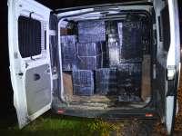 RECORD - FOTO & VIDEO: Peste 30.000 pachete cu ţigări de contrabandă confiscate de poliţiştii de frontieră