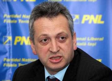 Relu Fenechiu a fost REVOCAT de preşedintele Băsescu din funcţia de ministru