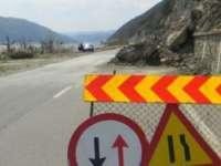 Restricții de circulație în Pasul Prislop în urma unor căderi de stânci. Rute ocolitoare recomandate