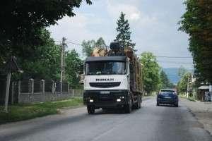 Restricţii pentru maşinile de mare tonaj pe mai multe drumuri din judeţ, până în 15 aprilie 2014