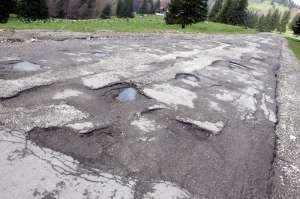 REVOLTĂ - Șoferii maramureșeni cer anularea rovinietelor pe toate drumurile cu gropi