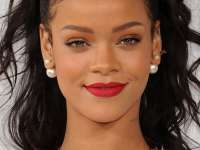 Rihanna dezminte zvonurile că ar avea o relație cu un basketbalist