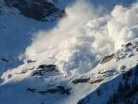 RISC DE AVALANȘĂ în Maramureș – Zăpadă de trei metri în Munții Rodnei