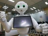 Robotul Pepper a ajutat clienții unui supermarket francez să își aleagă sticlele de vin