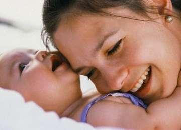 Româncele beneficiază de unul dintre cele mai reduse concedii de maternitate din ECE