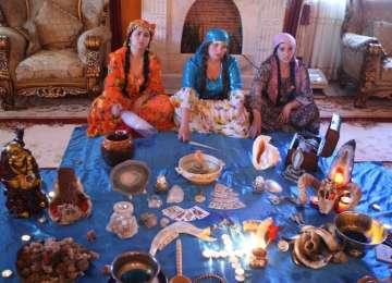 Românii apelează în continuare la vrăjitoare, vraci şi bioenergeticieni