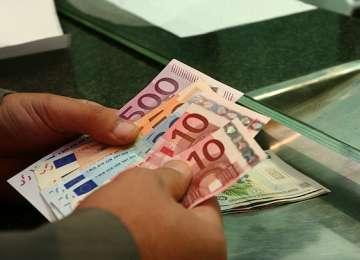 Românii cu CREDITE în monede străine le pot converti în lei FĂRĂ COMISIOANE