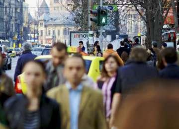 Românii, mai puțin îngrijorați de creșterea prețurilor, dar mai îngrijorați de conflictele din zonă