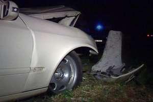 Rona de Sus: Cu maşina furată şi fără permis, a intrat într-un cap de pod
