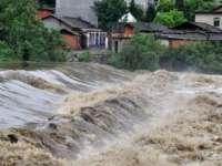 Rupere de nori la Mireșu Mare - Un drum recent reabilitat a fost inundat