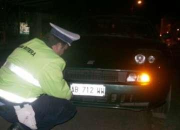 S-a ales cu dosar penal după ce a circulat cu autoturismul neînmatriculat şi cu numere false