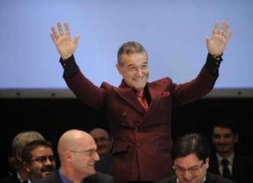 S-A DAT ÎN STAMBĂ - Gigi Becali i-a șocat pe jurnaliștii străini