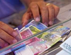 S-a dublat numărul românilor care au credite în franci şi vor să dea băncile în judecată